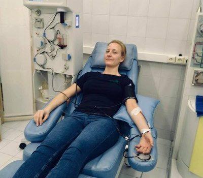 Дъщерята на проф. Балтов дари плазма във ВМА
